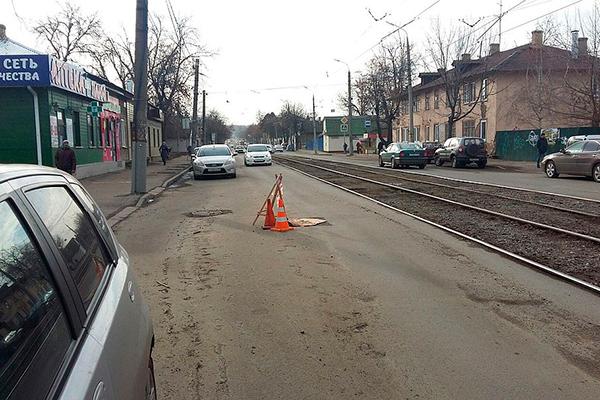 В Орле на улице Карачевской уже давно открыты 6 люков